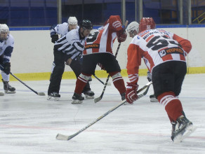 Hokej na lodzie: Stoczniowiec - Cracovia w Hali Olivia