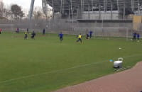Patrik Lomski z Finlandii strzela gole na treningu Arki Gdynia
