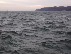 Wzburzone wody Zatoki na wysokości Gdyni