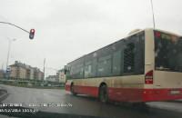 Autobus na czerwonym