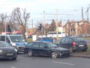 Skutki stłuczki kilku aut przed Błędnikiem