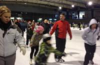 Tłumy łyżwiarzy na lodowisku w Hali Olivia