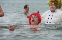 Noworoczna kąpiel w 40-lecie Gdańskiego Klubu Morsów