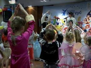 Charytatywny bal przebierańców dla dzieci