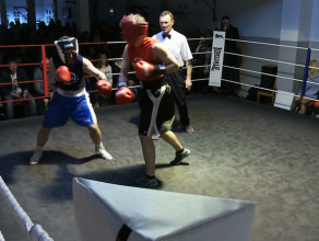 Białe kołnierzyki w ringu