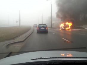 Pożar samochodu na Chwaszczyńskiej w Gdyni