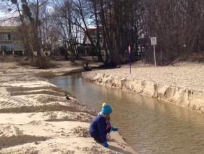 Nowe ujście potoku na plaży w Jelitkowie