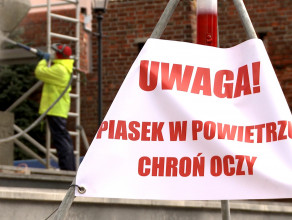 """Piaskowanie pomnika """"Tym co za polskość Gdańska"""""""