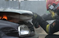 Jak ugasić płonący samochód?