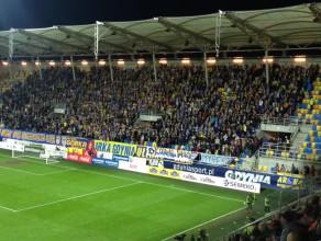 Arka za rok w ekstraklasie? Tak śpiewają kibice na meczach w Gdyni.
