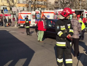 Zderzenie osobówki z trolejbusem w centrum Gdyni