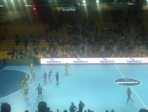 Zakończenie meczu i radość po zwycięstwie Vistalu Gdynia nad Ruchem Chorzów