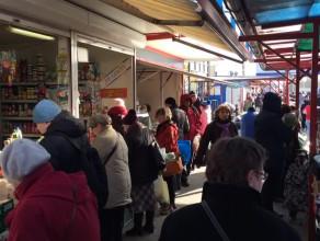 Przedświąteczne zakupy na rynku przy ul. Elbląskiej