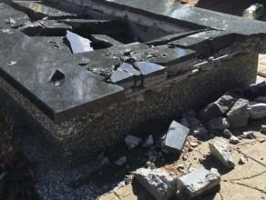 Zniszczony grób na Cmentarzu Łostowickim