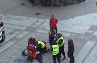 Uratowali mężczyznę, który zasłabł przy fontannie Neptuna