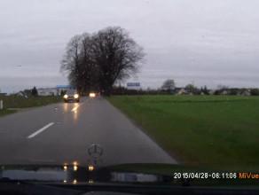 Niebezpieczny manewr kierowcy Peugeota