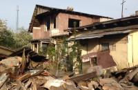 Stary niszczejący budynek przy Kartuskiej