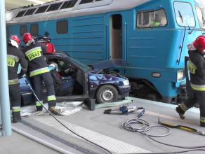 Ćwiczenia strażaków na przystanku PKM Matarnia