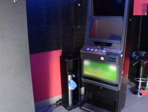 Policjanci i celnicy zabezpieczają nielegalne automaty do gier