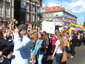 Marsz Równości przechodzi przez Targ Drzewny