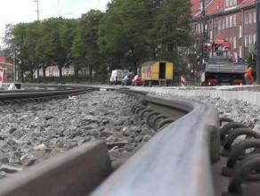 Uszkodzone tory na ul. Siennickiej w Gdańsku