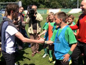 Kamil Stoch odwiedził piłkarzy Biało-zielonej przyszłości z Lotosem