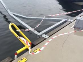 Zamknięty przystanek tramwaju wodnego