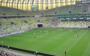 Strzał Adama Dźwigały w meczu Lechia - Wolfsburg