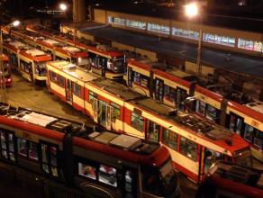 Zajezdnia tramwajowa w nocy