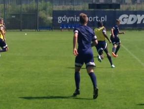 Rashid Yussuff  na treningu piłkarzy Arki Gdynia