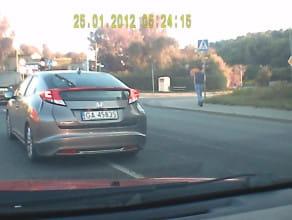 Szeryf-Janusz  uczy jeździć kierowców