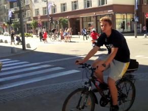 Rowerzyści na chodnikach w centrum Gdyni
