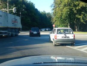 Ciężarówka przyblokowała skrzyżowanie