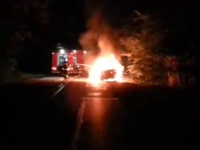 Nocny pożar auta na trasie Trąbki Wielkie - Gdańsk
