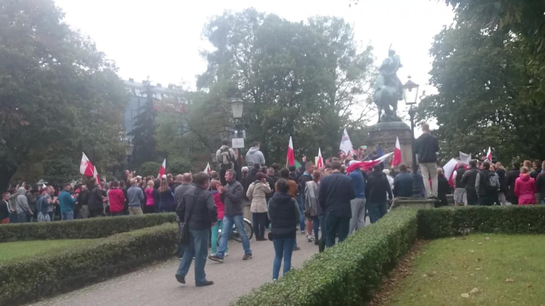 Manifestacja Pod Pomnikiem Sobieskiego Nie Dla Imigrantów