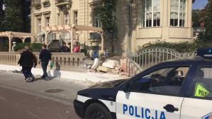Wypadek we Wrzeszczu: auto wjechało w ogrodzenie
