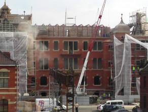 Prace w budynku dawnej przychodni w centrum Gdańska