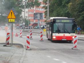 Autobus omija korek pasem wyłączonym z ruchu