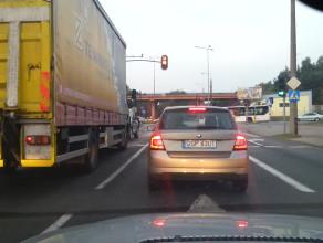 Kolejna blokada skrzyżowania, a policja obok i nie interweniuje