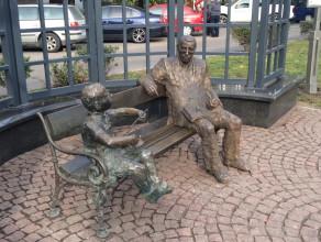 Günter Grass zasiadł obok Oskara na pl.Wybickiego