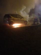 Płonie Mercedes w Gdyni na obwodnicy