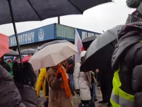 Kontrmanifestanci opuszczają plac Solidarności