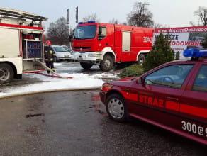 Rano strażacy wciąż byli na miejscu pożaru przy Hallera