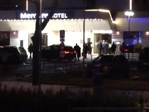 Prezydent Andrzej Duda wchodzi do hotelu w Gdyni
