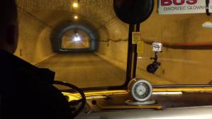 Zabytkowy autobus przejechał tunelem pod Martwą Wisłą