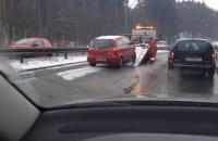 Auto uderzyło w barierki na Słowackiego