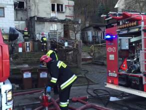 Działania strażaków po pożarze w Gdyni