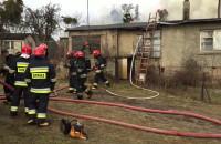 Strażacy gaszą dom jednorodzinny w Gdańsku