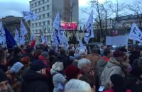Manifestacja KOD na placu Grunwaldzkim w Gdyni