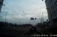 Gapa przejeżdża na czerwonym świetle
